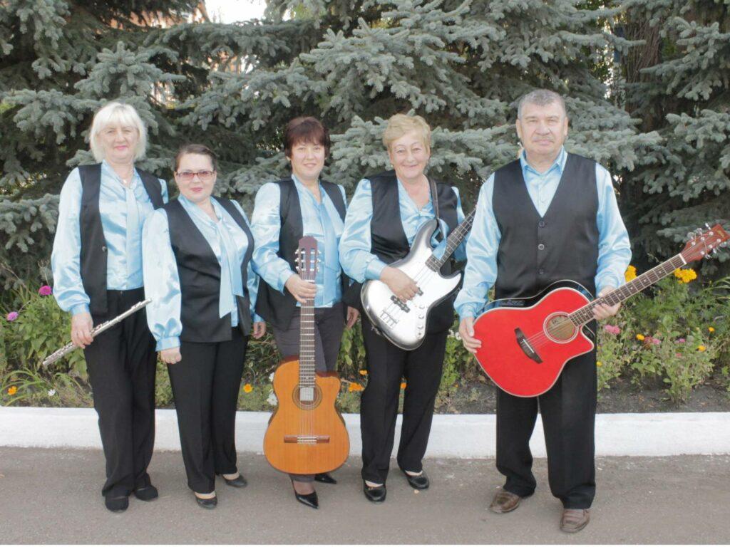 Народный коллектив инструментально-эстрадной музыки «Ретро»
